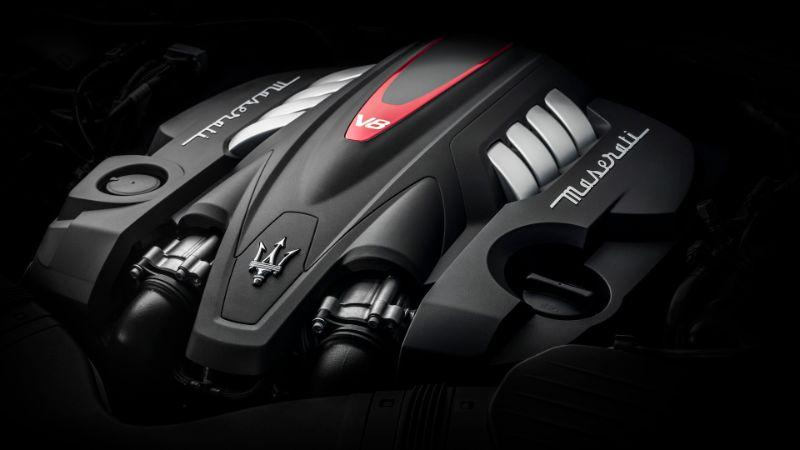 Maserati-Quattroporte-18-engine-v8.jpg