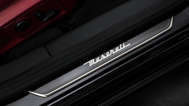 Maserati-Quattroporte-GranSport-18-details.jpg
