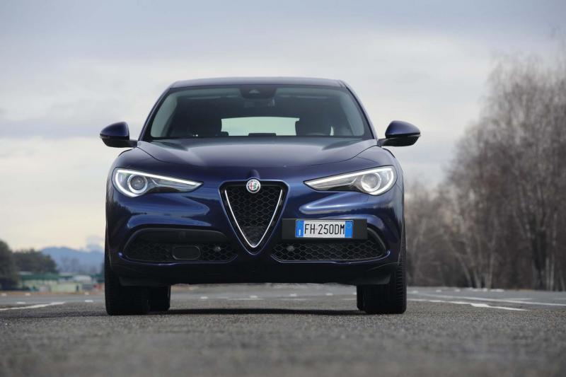 5ad8a3f36ab5a_2018-Alfa-Romeo-Stelvio-Q4-front-end-02-Copia.thumb.jpg.0fe327f2afd126c11ae2d31bc2789429.jpg
