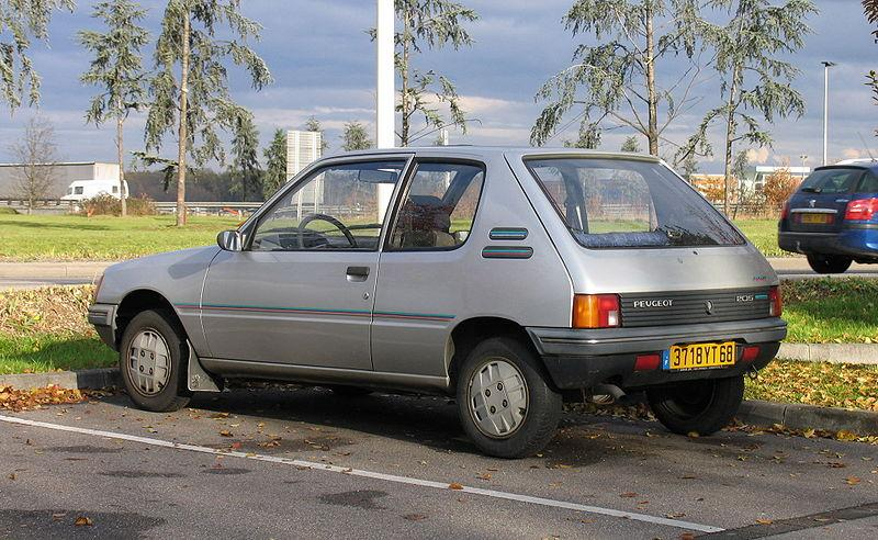 800px-Peugeot_205_Junior.jpg