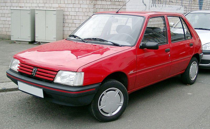 800px-Peugeot_205_front_20080121.jpg